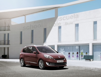Autoesittely Renault Grand Scenic 2012