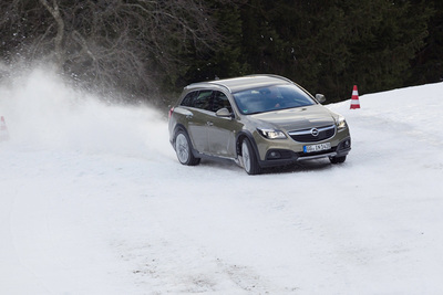 Autoesittely Opel Insignia Country Tourer 2014