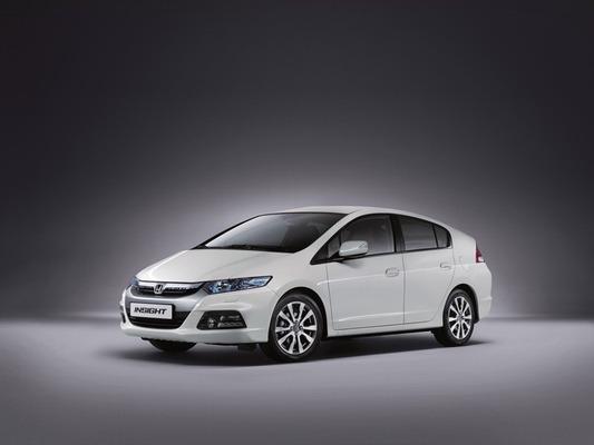 Autoesittely Honda Insight 2012