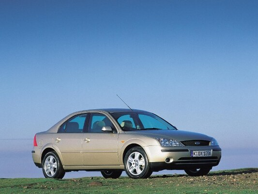 Autoesittely Ford Mondeo 2002-2003