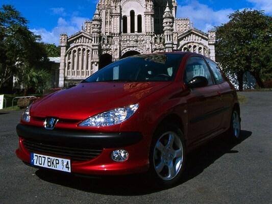 Autoesittely Peugeot 206 2001-2009