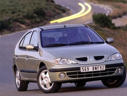 Autoesittely Renault Megane 2001-2002
