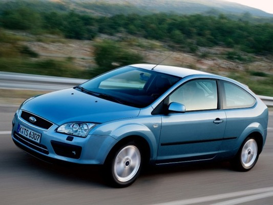 Autoesittely Ford Focus 2004-2009