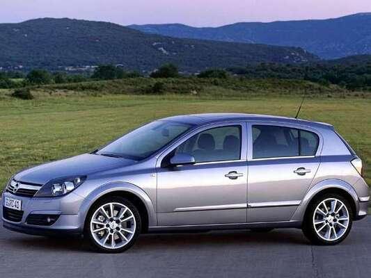Autoesittely Opel Astra 2004-2007