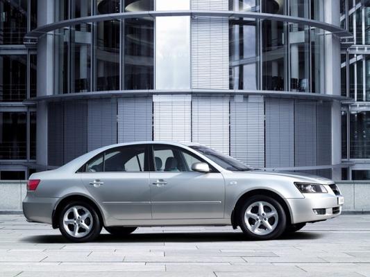 Autoesittely Hyundai Sonata 2005-2010