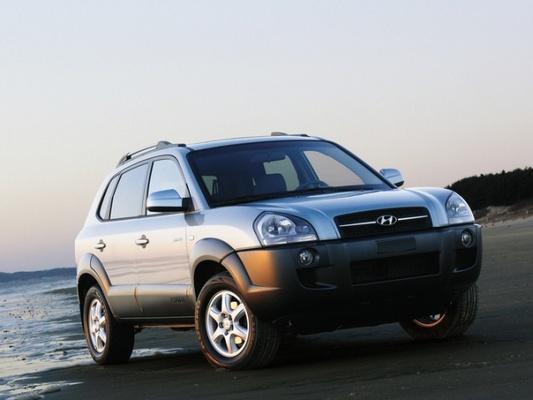 Autoesittely Hyundai Tucson (2004)