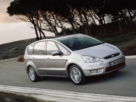 Autoesittely Ford S-MAX 2008-2009