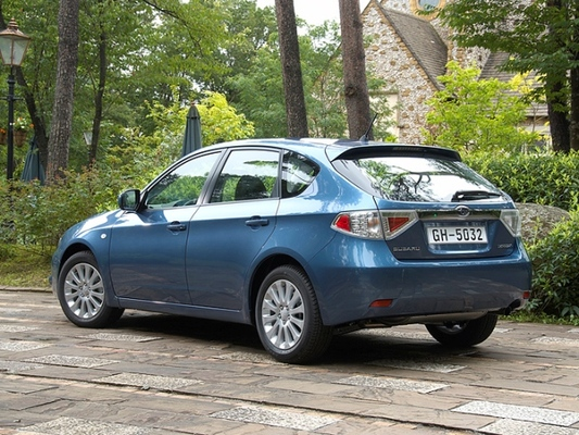 Autoesittely Subaru Impreza 2007-2011