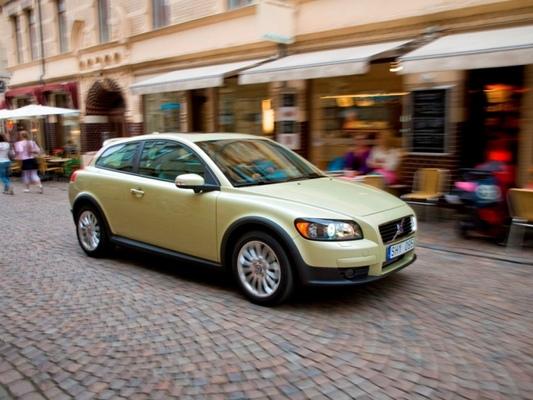 Autoesittely Volvo C30 2008-2009
