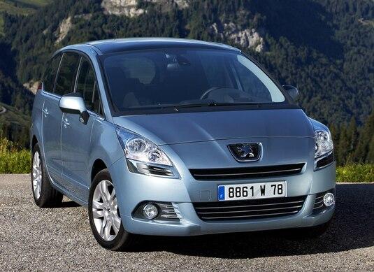 Autoesittely Peugeot 5008 2009-2011