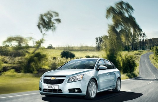 Autoesittely Chevrolet Cruze (2010)