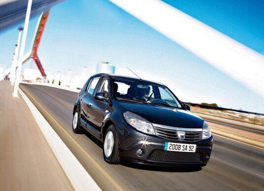 Autoesittely Dacia Sandero 2012