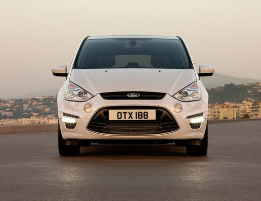 Autoesittely Ford S-MAX 2012