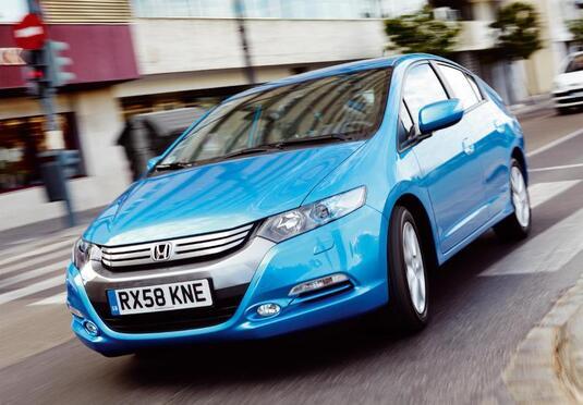 Autoesittely Honda Insight 2010-2011