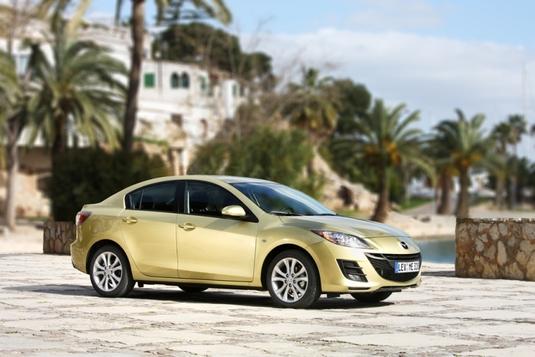 Autoesittely Mazda3 2010-2011