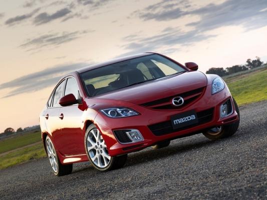 Autoesittely Mazda6 2012