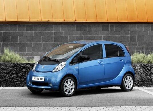 Autoesittely Peugeot iOn 2012