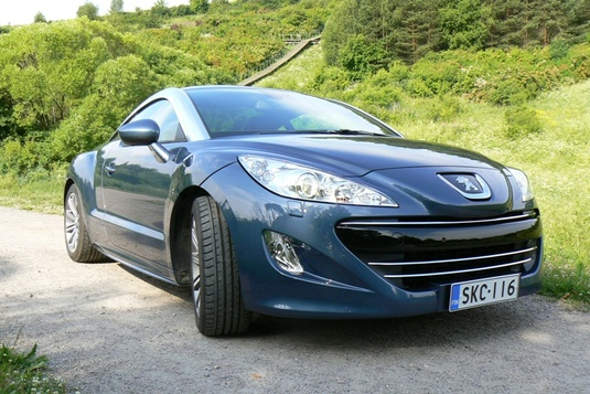 Autoesittely Peugeot RCZ 2010