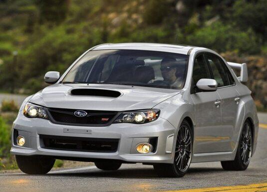 Autoesittely Subaru Impreza 2012