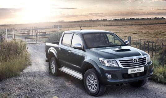 Autoesittely Toyota Hilux 2012