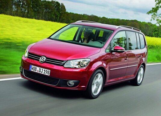 Autoesittely Volkswagen Touran 2012