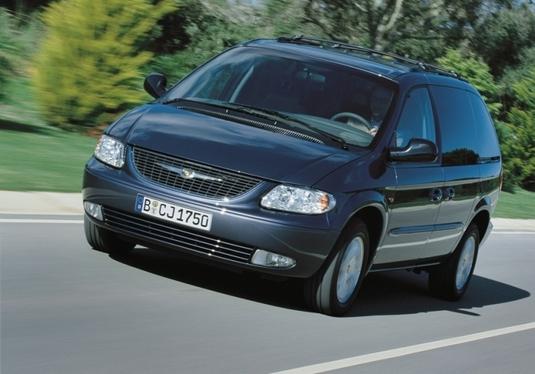 Autoesittely Chrysler Voyager 2001-2007