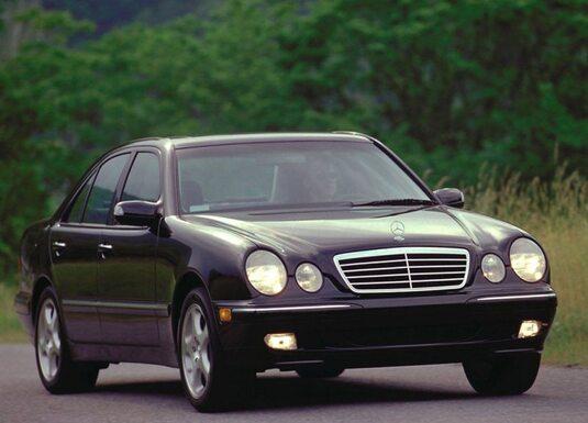 Autoesittely Mercedes-Benz E-sarja W210 1995-2002
