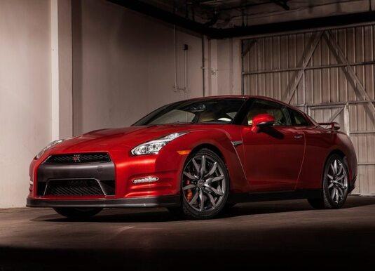 Autoesittely Nissan GT-R 2014