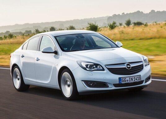 Autoesittely Opel Insignia 2013