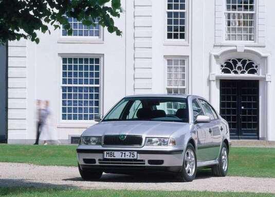Autoesittely Skoda Octavia 1996-2007