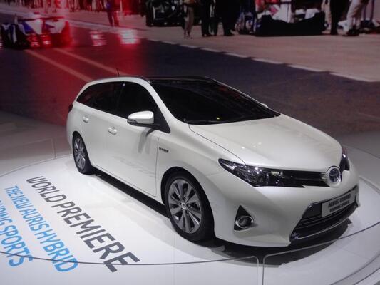 Pariisin autonäyttely 2012: Toyota ja Lexus