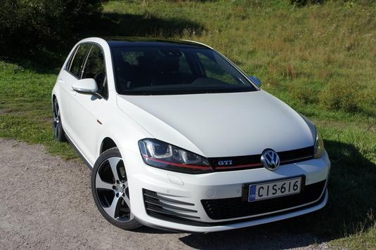 Autoesittely Volkswagen Golf GTi 2013