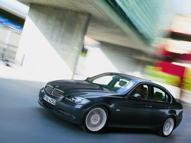 Autoesittely BMW 3-sarja 2006-2007