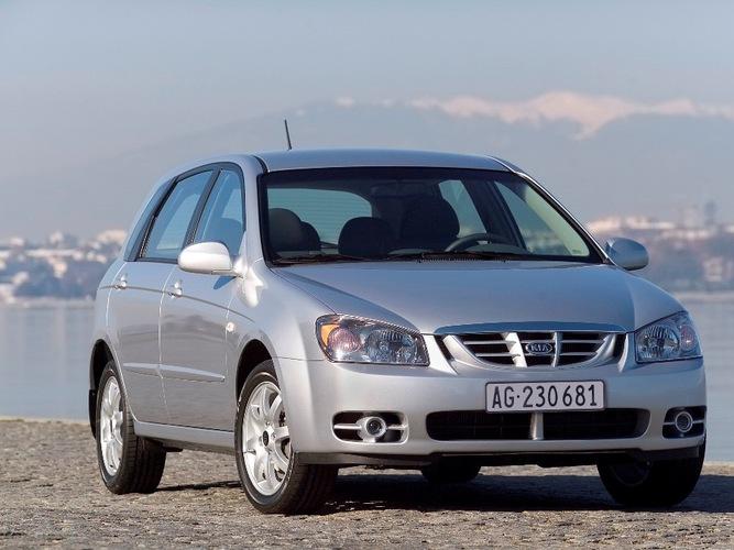 Autoesittely Kia Cerato (2005)