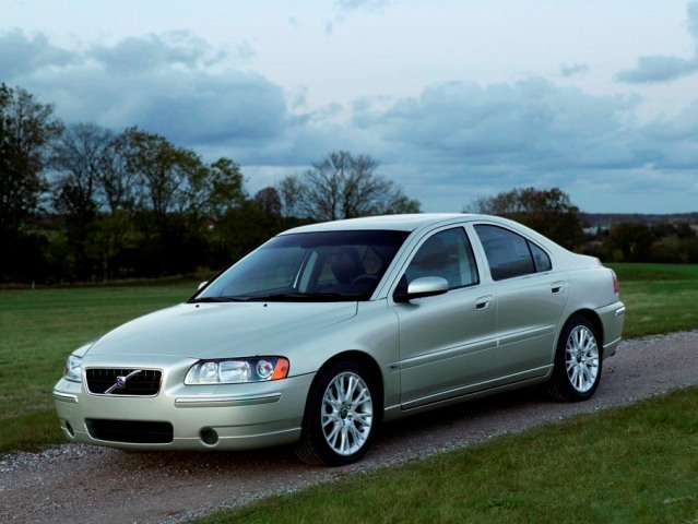 Autoesittely Volvo S60 2001-2009