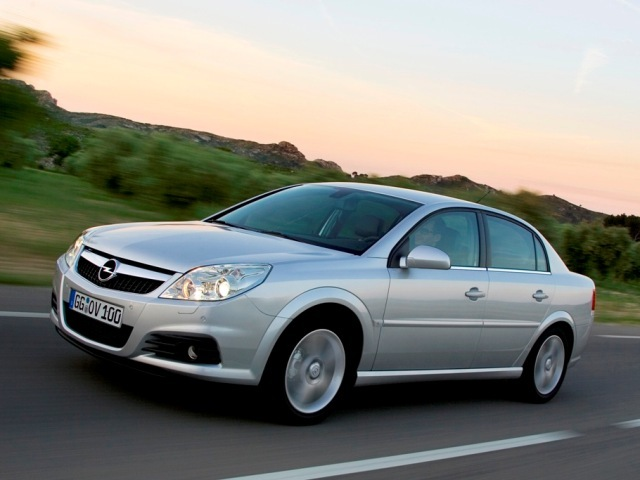 Autoesittely Opel Vectra (2008)