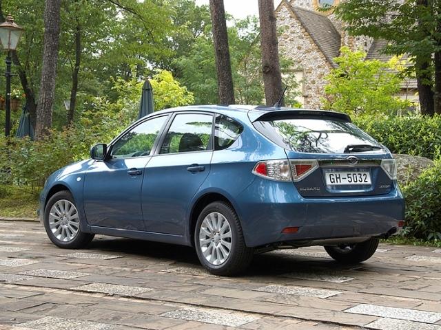 Autoesittely Subaru Impreza 2008