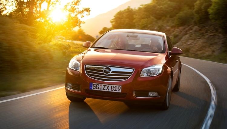 Autoesittely Opel Insignia 2011