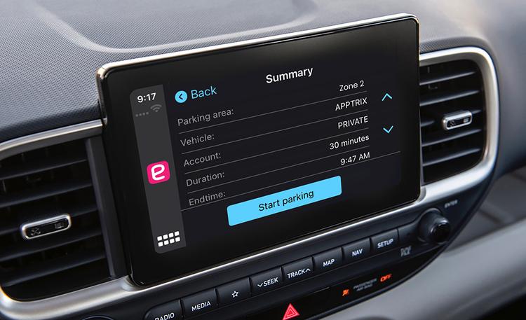 Pieni arkea helpottava mullistus autoilijan elämään – pysäköinnin maksaminen onnistuu jatkossa auton kosketusnäytöltä