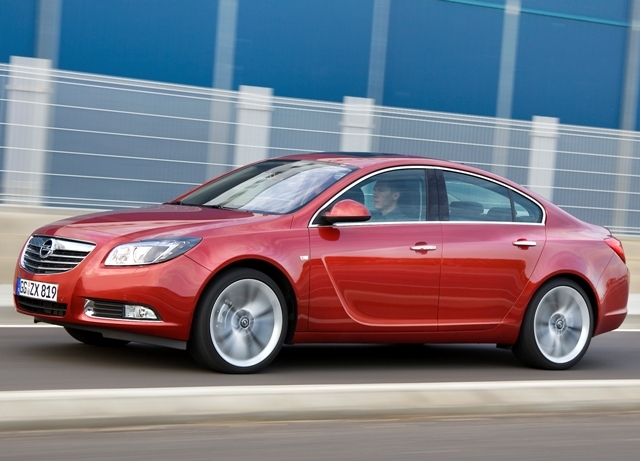 Autoesittely Opel Insignia 2009