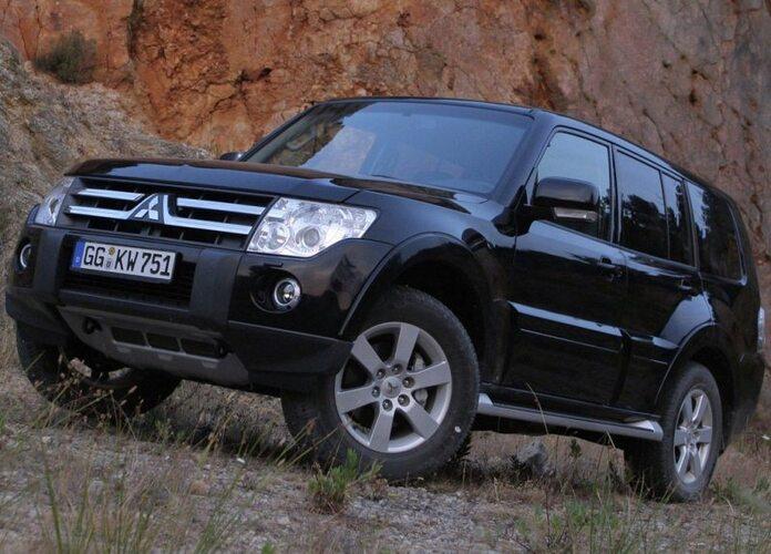 Autoesittely Mitsubishi Pajero 2012