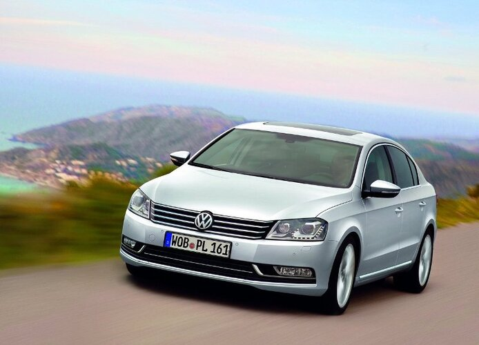 Autoesittely Volkswagen Passat (2011)