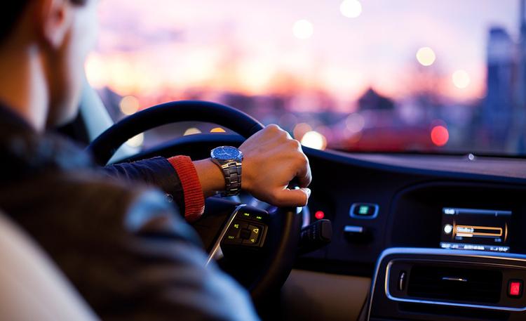 Autolainan voi kilpailuttaa myös netissä