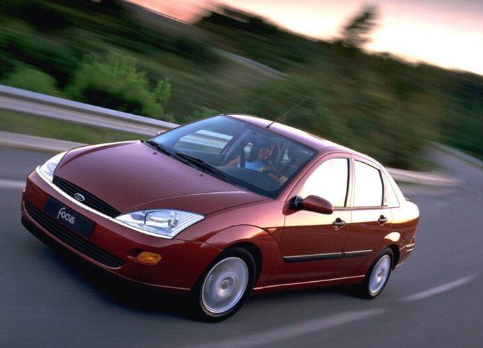 Autoesittely Ford Focus 1998-2004