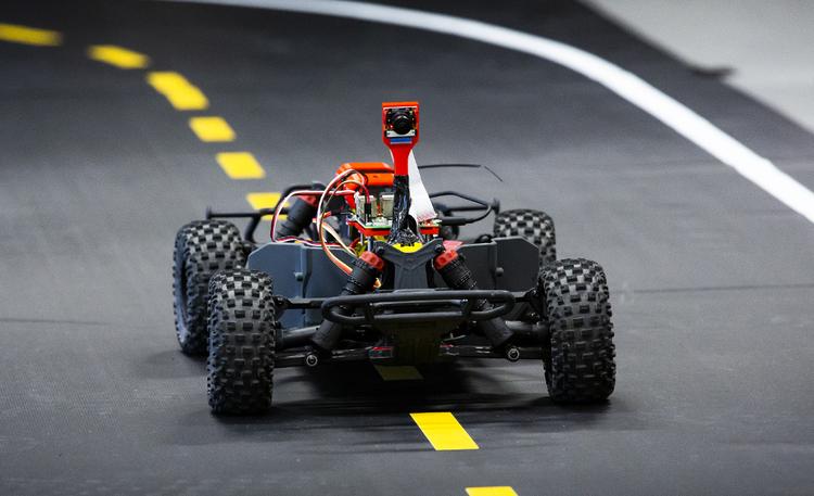 Miten käy kun tekoäly ohjaa kilpa-autoa? Lauantaina kannattaa suunnata Särkänniemeen