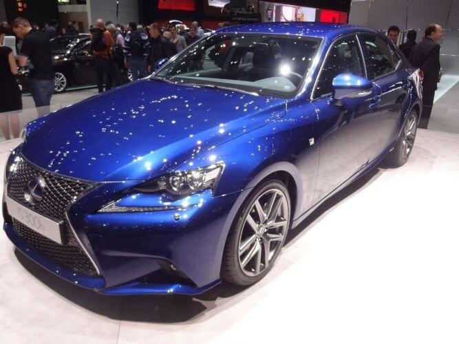Geneven autonäyttely 2013: Lexus