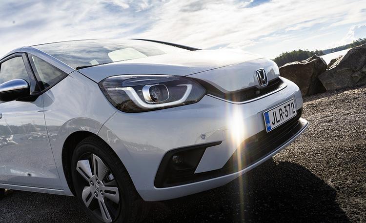 Todellinen järkivalinta laatua ja edullisia käyttökuluja arvostavalle – Honda Jazz Hybrid yllättää myös takamatkustajat