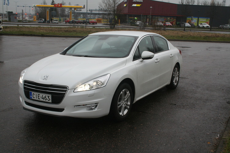 Kaasujalka.fi autoesittely ja arvio: Peugeot 508 (vm. 2011, 81 tkm) – Tyylikkääseen ajoon