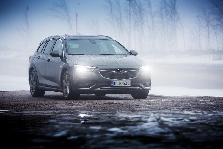 Koeajossa Opel Insignia Country Tourer - 4 syytä koeajaa
