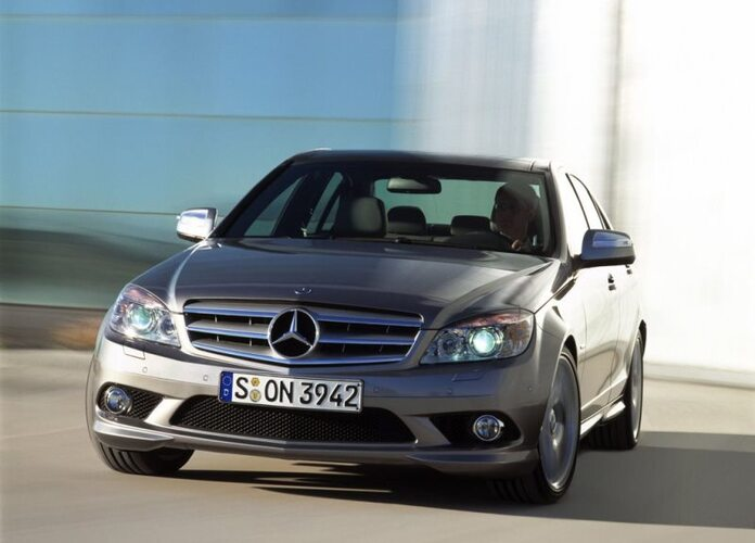 Autoesittely Mercedes-Benz C-sarja 2007-2011